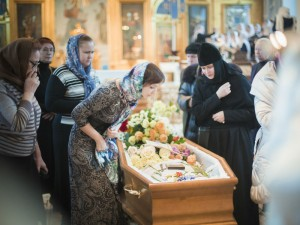 mourners-russian-funeral